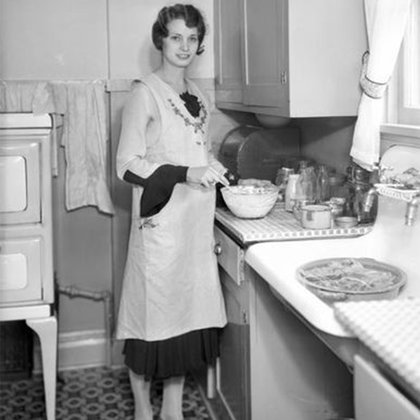 Style of a 1920s kitchen and housewife. Alice character costume reference.